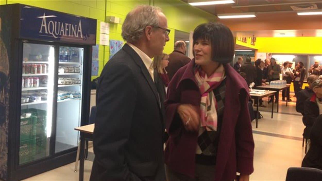 Le maire de Moncton, George LeBlanc, et la députée fédérale de Moncton-Riverview-Dieppe, Ginette Petitpas Taylor.