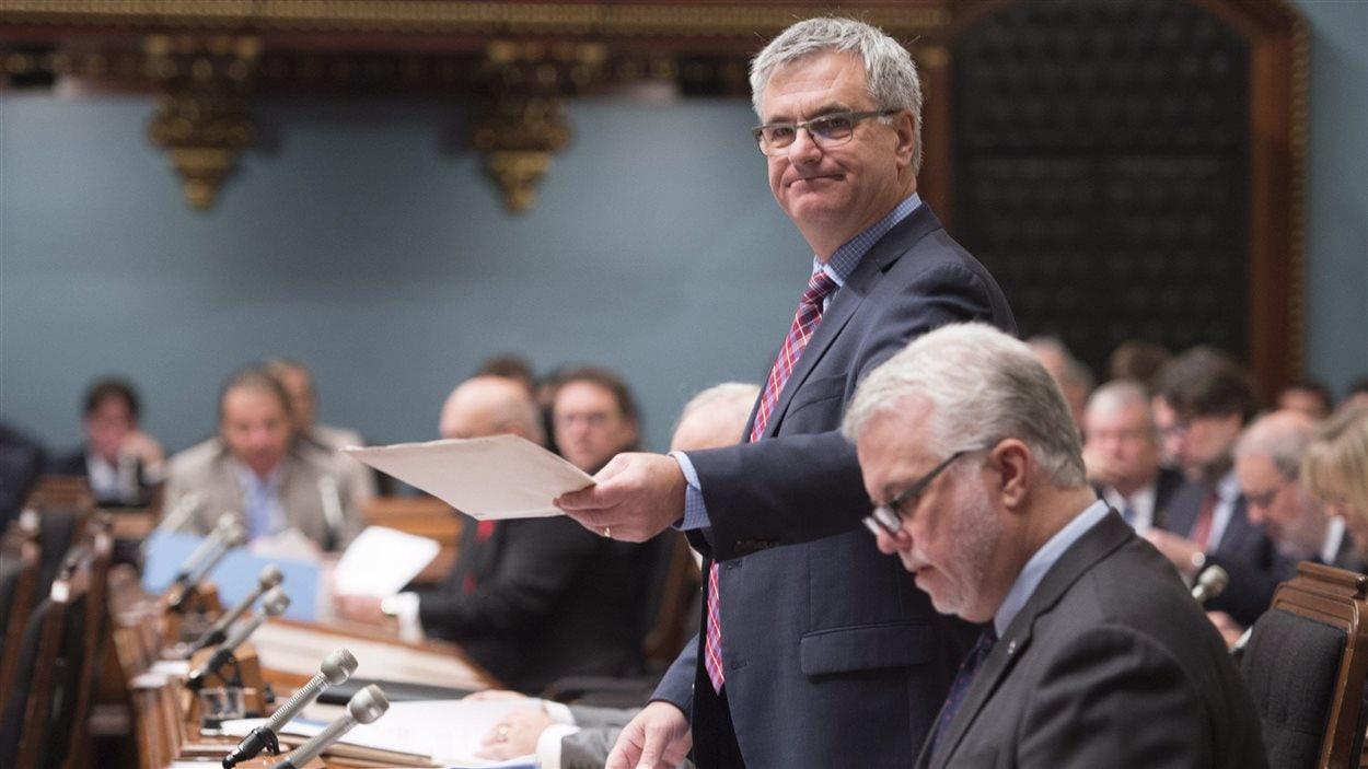 Jean-Marc Fournier, leader parlementaire du gouvernement et ministre responsable de l'Accès à l'information et de la Réforme des institutions démocratiques, dépose un projet de loi sur la rémunération des députés.