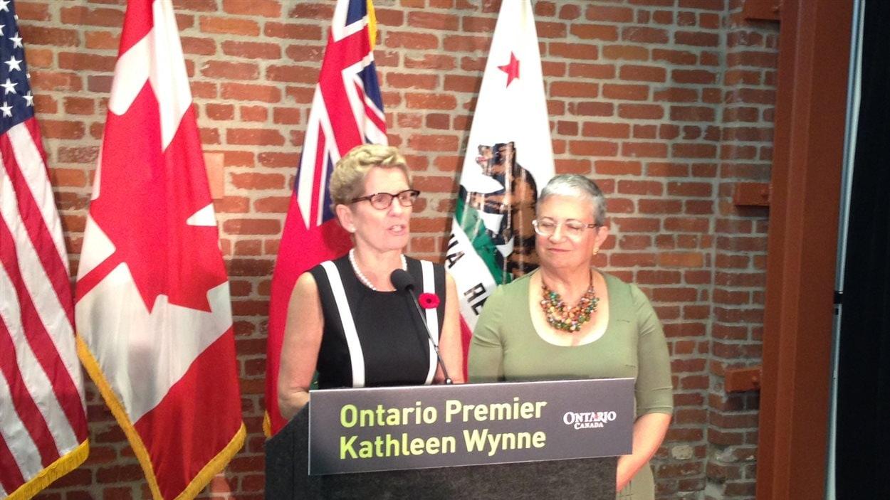 Kathleen Wynne, première ministre de l'Ontario, et Mary Nicols, présidente de la California Air Resources Board