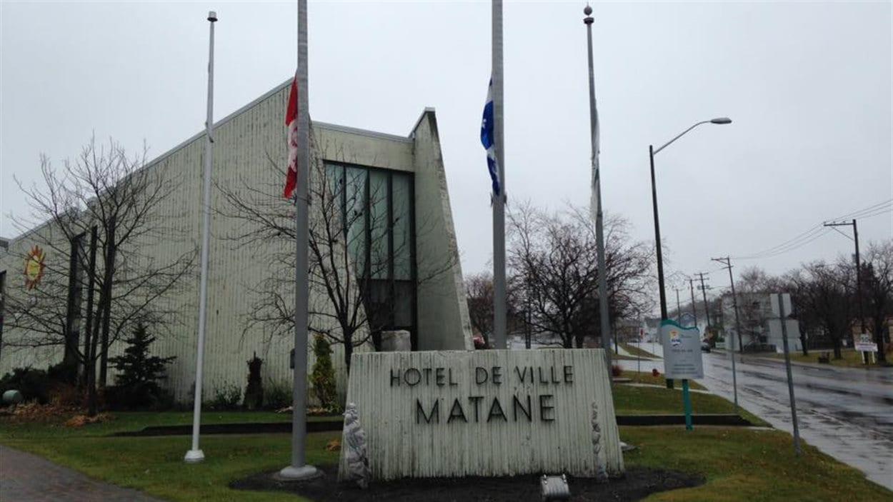 La Ville de Matane a mis ses drapeaux en berne
