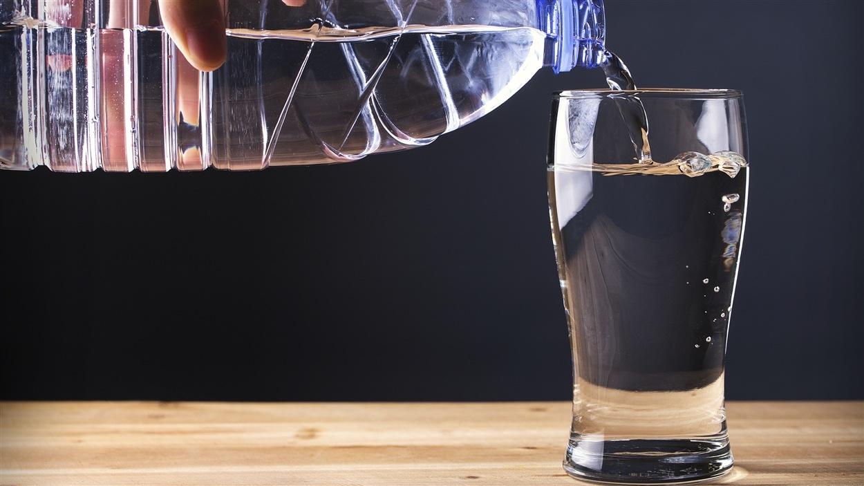 Boire huit verres d'eau par jour n'est pas la solution pour une parfaite hydratation.