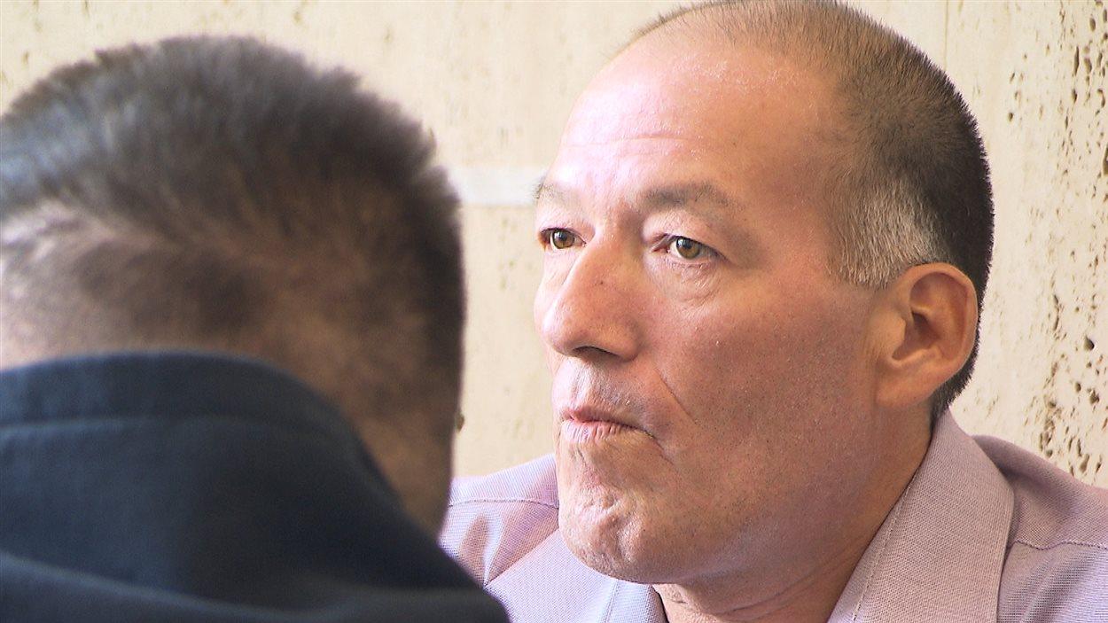 Georges McKenzie représente l'une des familles qui ont été entendues en Cour supérieure à Sept-Îles.