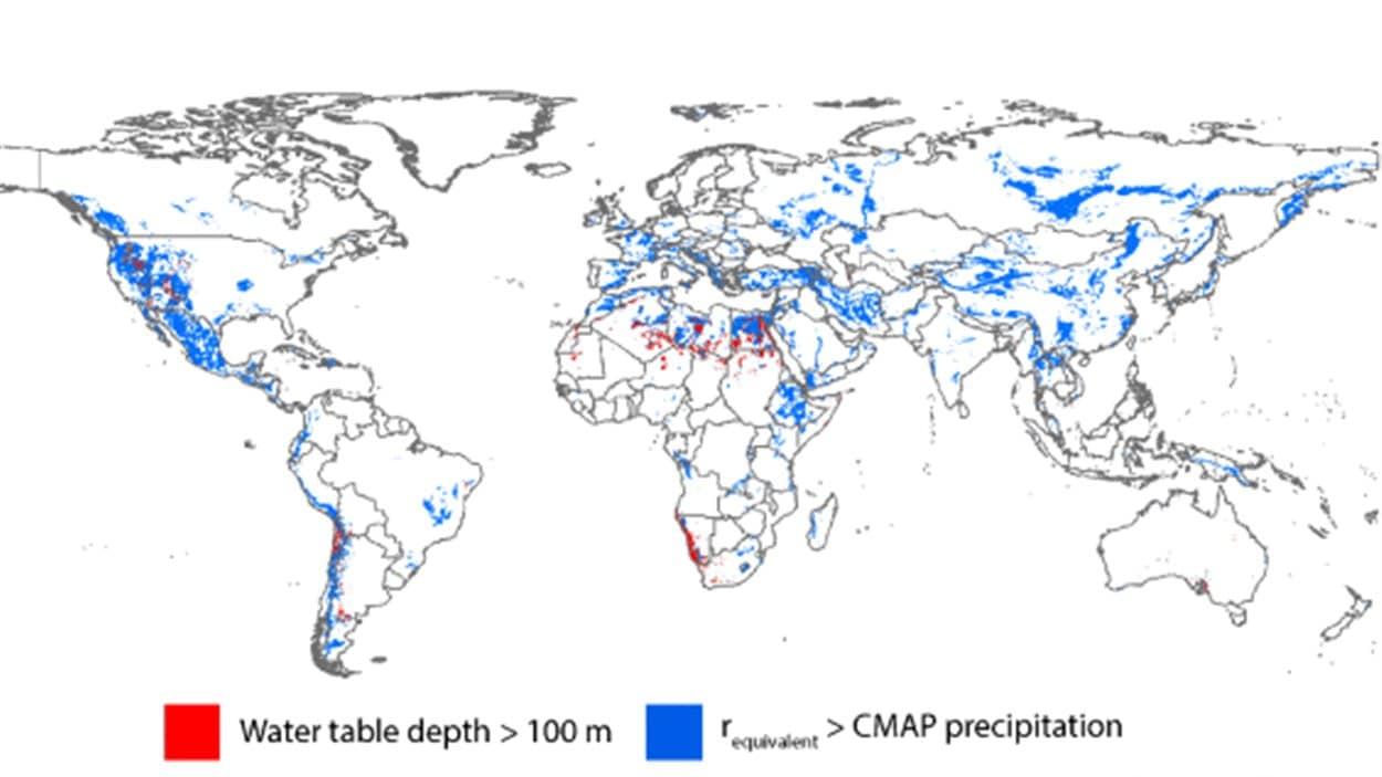 En bleu, les zones où l'eau souterraine est puisée plus vite qu'elle ne s'approvisionne. en rouge, les nappes à plus de 100 m de profondeur