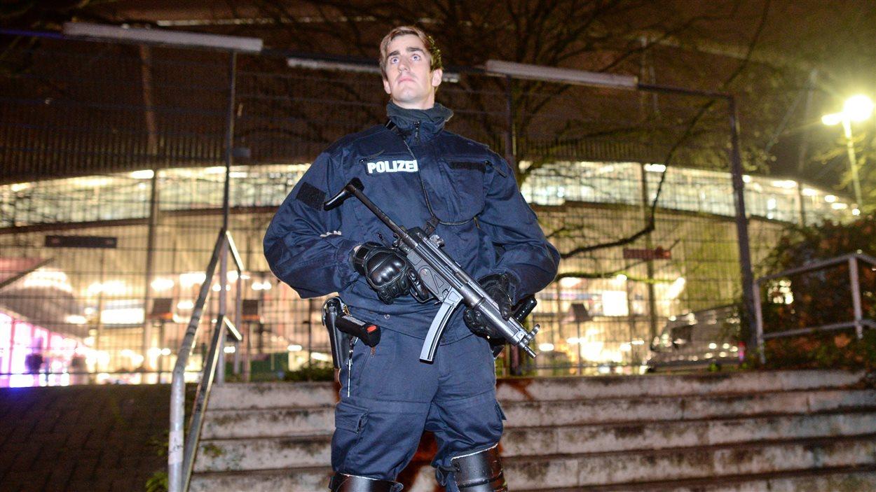 Un «risque sérieux d'attentat à la bombe» a forcé l'évacuation du stade de Hanovre, en Allemagne.