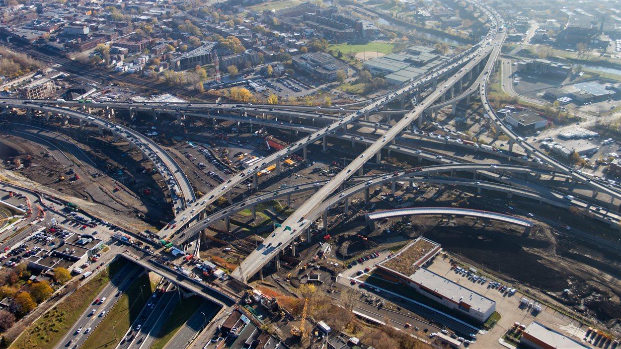 Vu aérienne des travaux de l'échangeur Turcot.