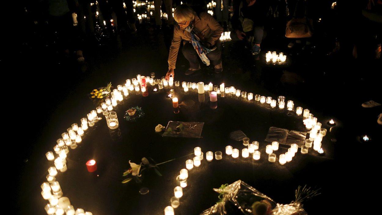 Les parisiens rendent hommage aux victimes des attentats, le 20 novembre 2015.