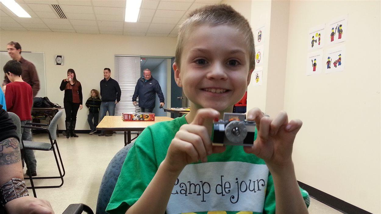 «Parfois je lis le mode d'emploi et je suis ce que c'est. Parfois j'invente aussi», explique Lohan, jeune Rimouskois de 9 ans.
