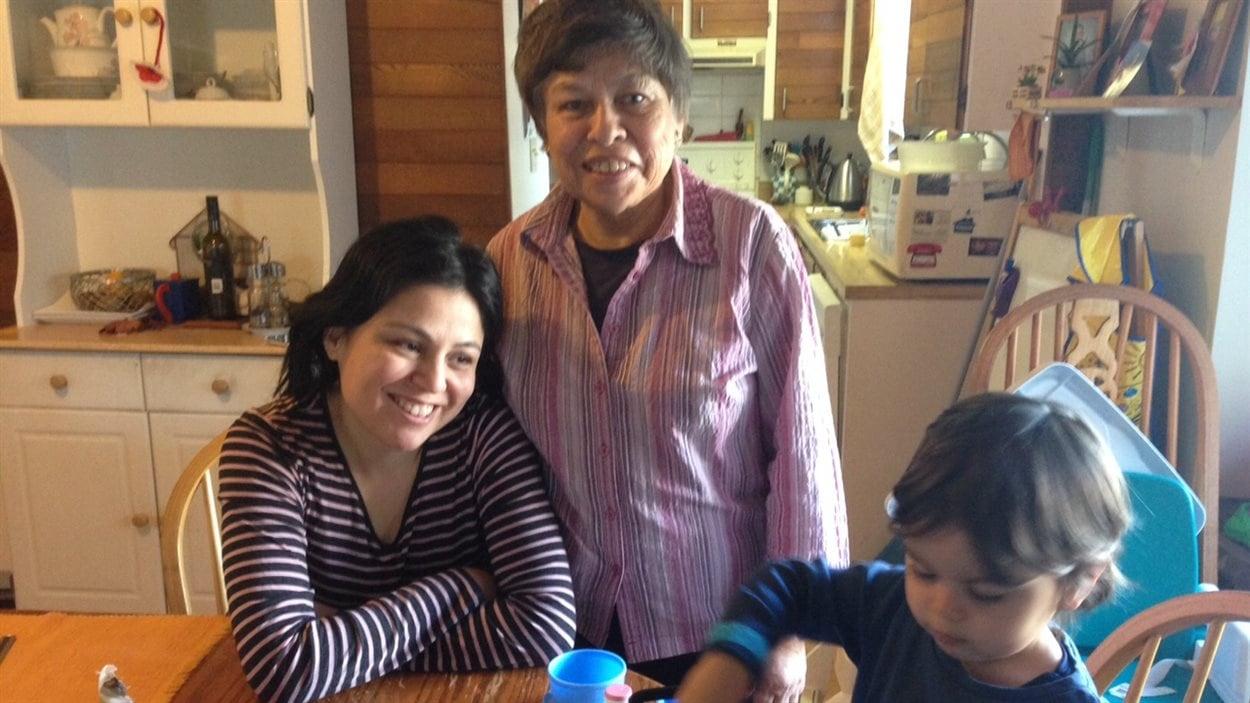 Nathalie Gutierrez-Lopez (à gauche) avec sa mère Anna et son fils Gaël
