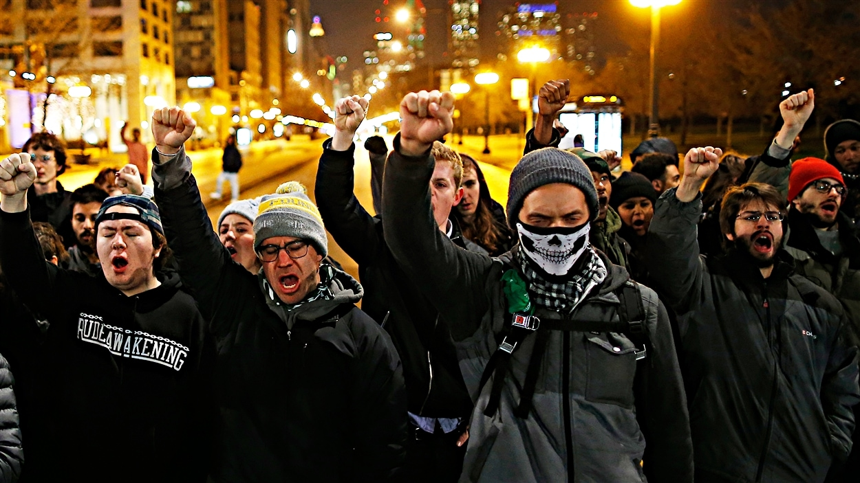 Des manifestants dans les rues de Chicago