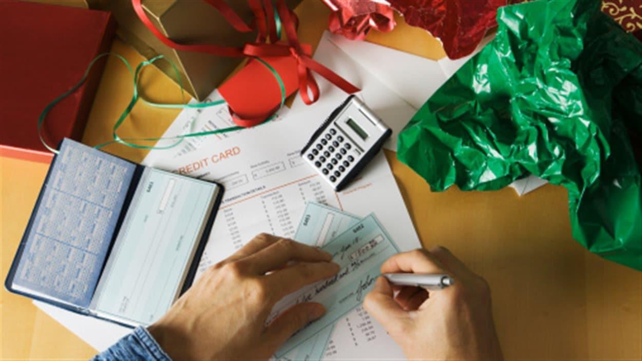 Les dépenses des Fêtes ne devraient pas être un fardeau financier, mettent en garde de nombreux experts.