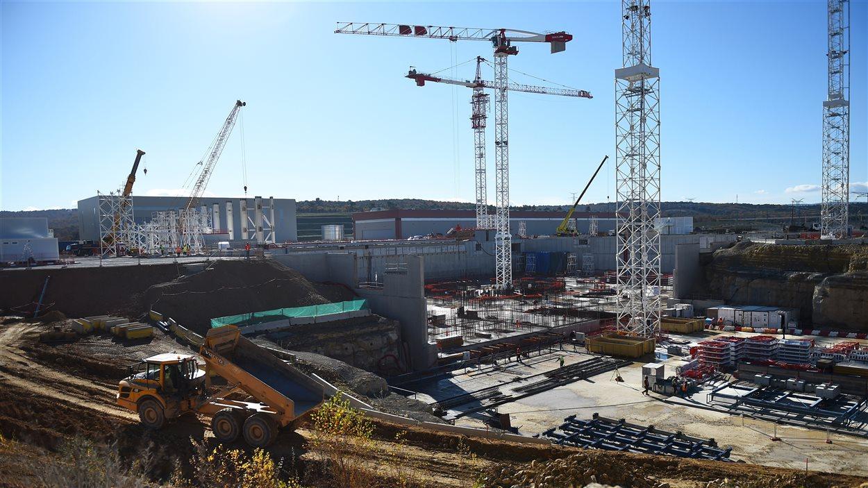 Construction du réacteur thermonucléaire expérimental international, en France.