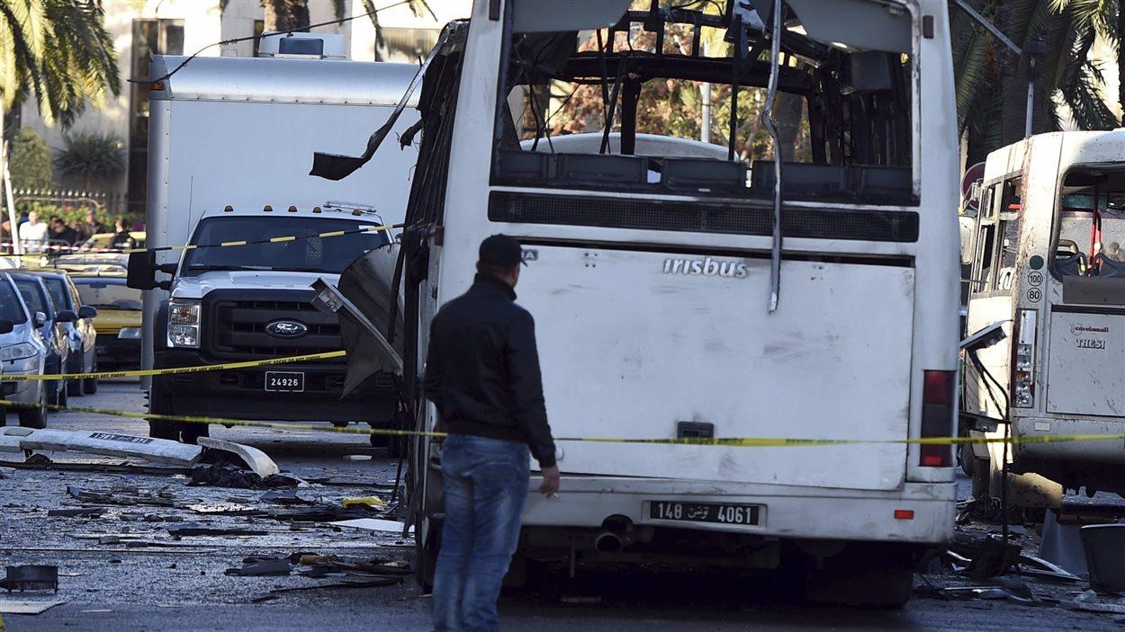 Le car qui a explosé le 25 novembre à Tunis, faisant 13 morts.