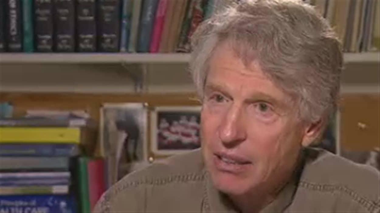 Arthur Schafer, professeur d'éthique à l'Université du Manitoba.