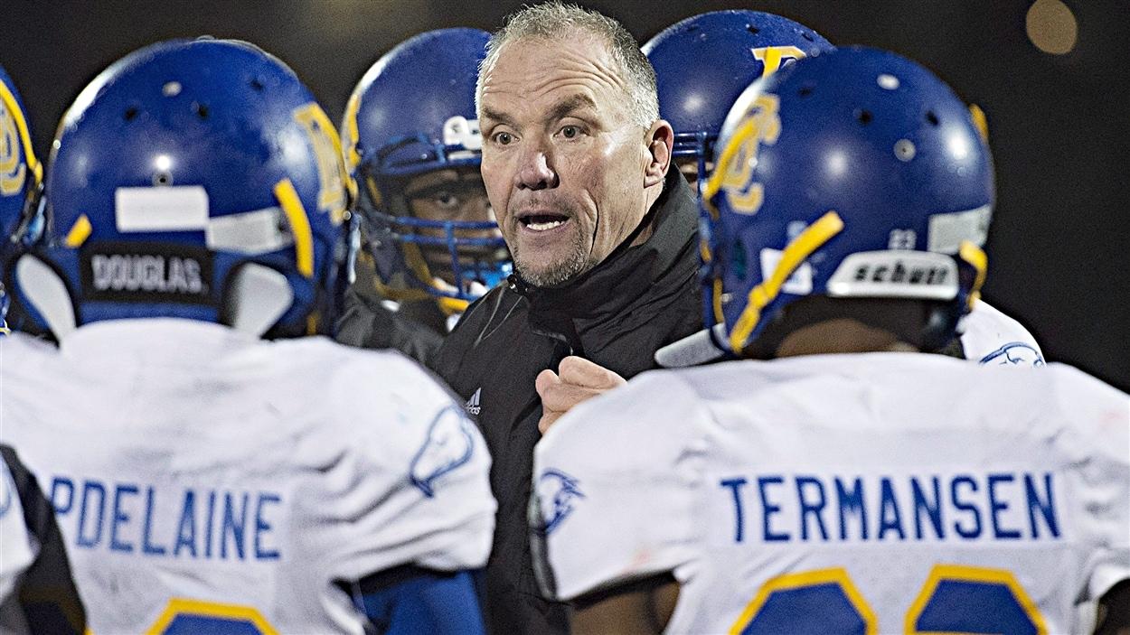 Blake Nill, entraîneur chef des Thunderbirds de l'Université de la Colombie-Britannique