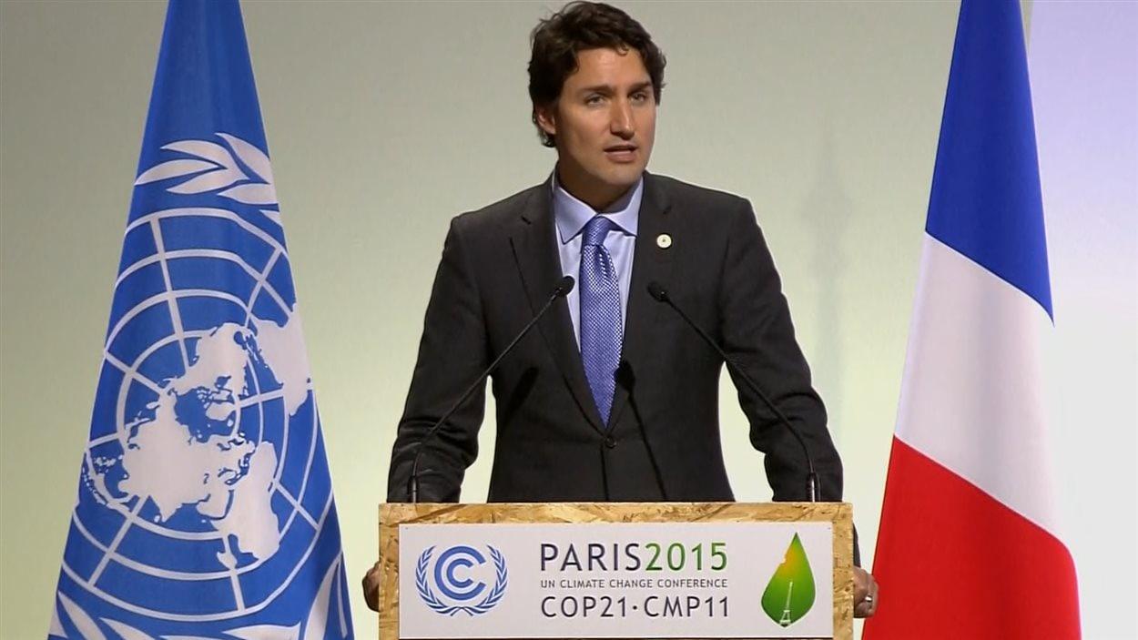Le premier ministre du Canada Justin Trudeau prend parole à la conférence de Paris sur le climat le 30 novembre.