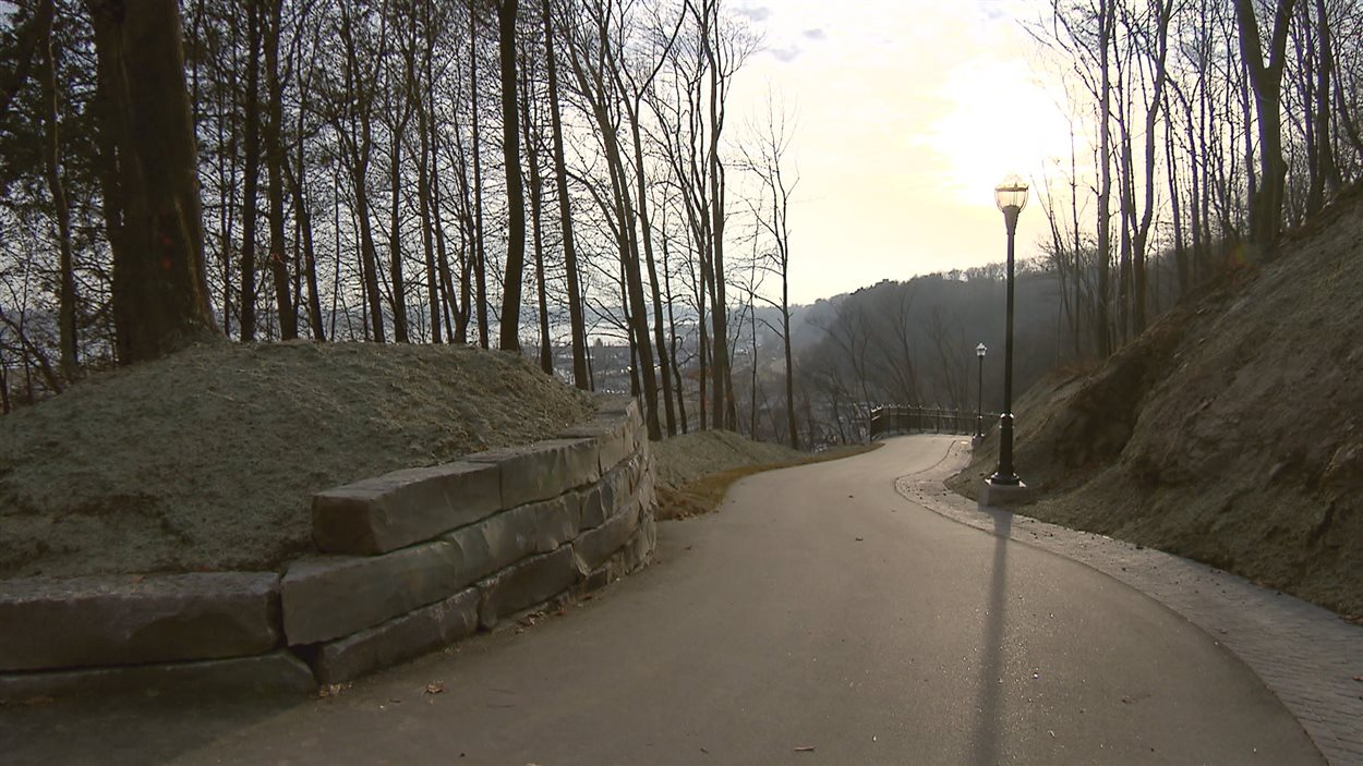 Le nouveau sentier de la côte Guilmour est maintenant ouvert aux piétons et cyclistes.