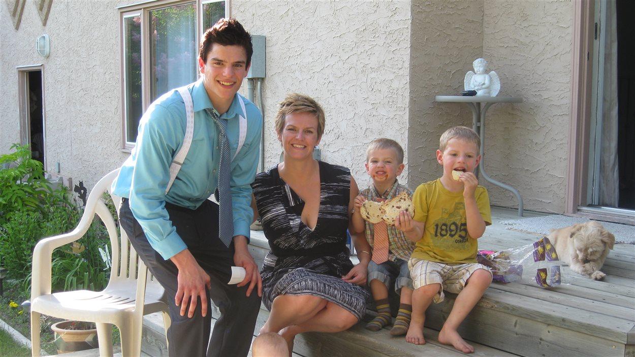 André Parker, sa soeur Jennifer Boutin, et les enfants de Jennifer, Luc et Leo