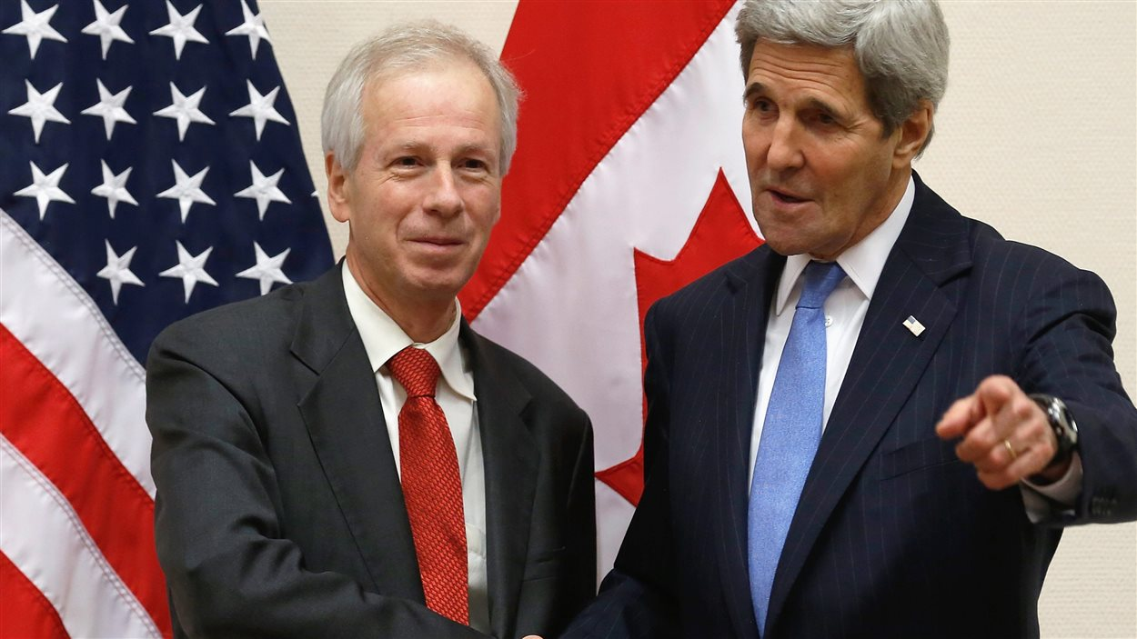À Bruxelles, le ministre canadien des Affaires étrangères, Stéphane Dion, s'est entretenu avec le secrétaire d'État américain, John Kerry.