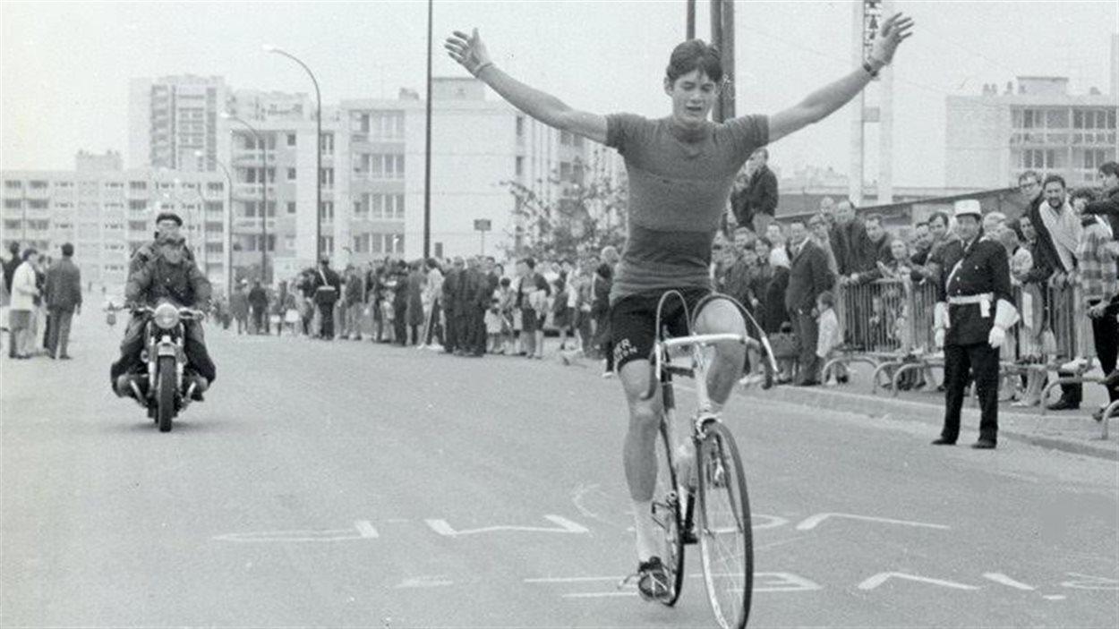 Avec 300 victoires en poche, le cycliste sur piste Gérard Louis Robert a été et 20 fois champion canadien.
