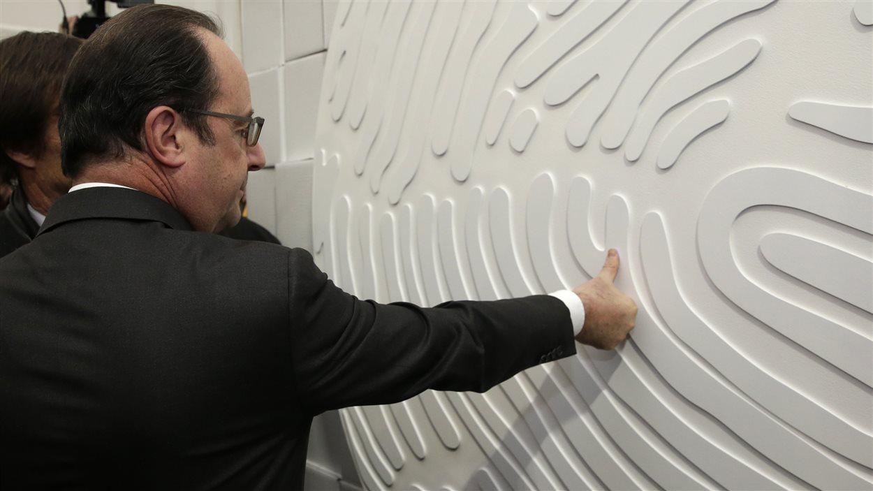 Le président François Hollande rend visite à la Fondation Nicolas Hulot pour la Nature et l'Homme.