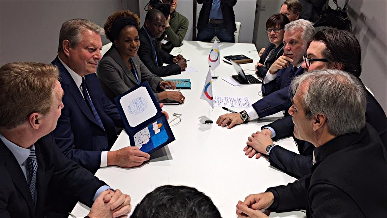 Philippe Couillard, Al Gore et Michaëlle Jean, notamment, se sont rencontrés à la conférence de Paris sur le climat.