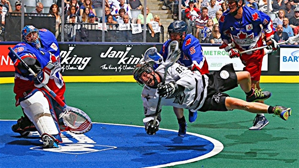 Un match de la National Lacrosse League entre le Rock et le Rush.