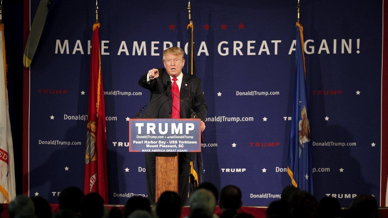 Donald Trump défend sa proposition d'interdire le droit d'entrée des musulmans aux États-Unis.