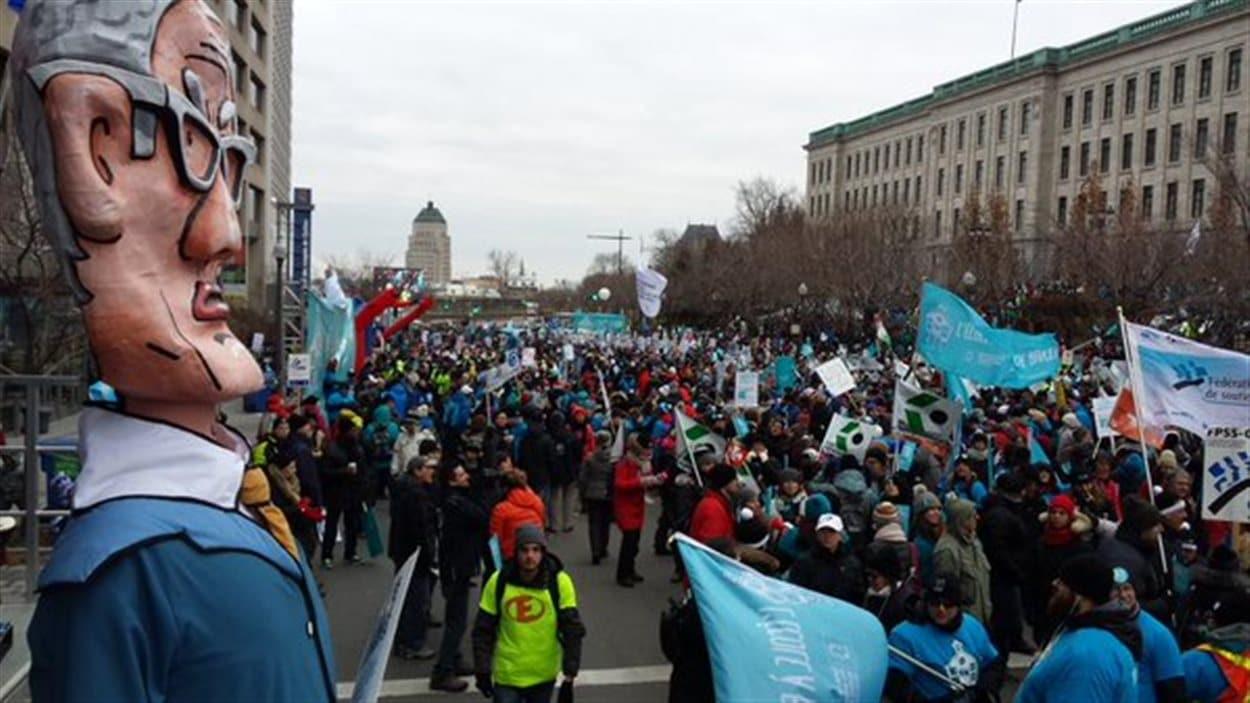 La colline Parlementaire est envahie par les manifestants du Front commun.