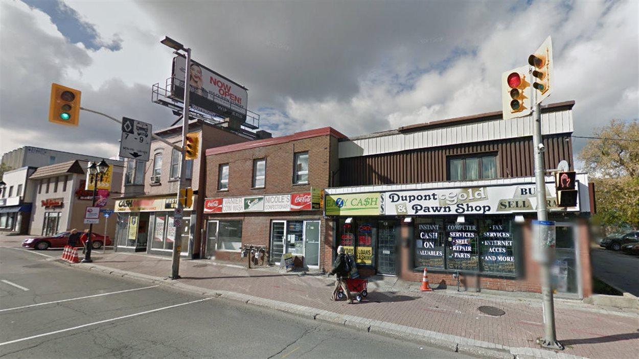 Une portion du chemin Montréal, dans le quartier Vanier à Ottawa, où il y a plusieurs centres de prêts sur salaire.