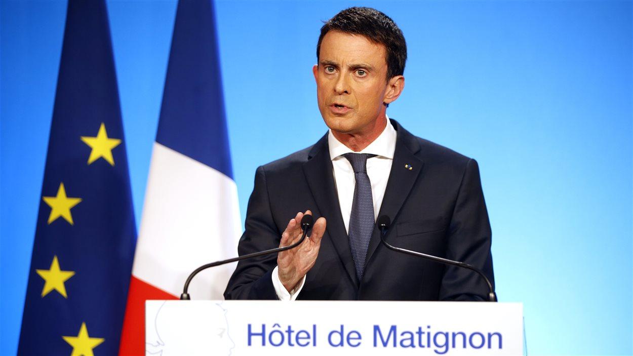 Le premier ministre français Manuel Valls a commenté les résultats du deuxième tour des régionales, à Paris, le 13 décembre 2015.