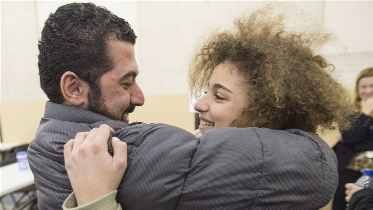 La jeune réfugiée Laila retrouve son oncle au Canada. Ils ne s'étaient pas vu depuis huit ans.