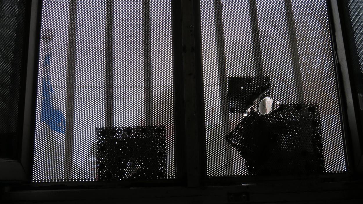 Les grillages des cellules ont été maintes fois réparés à la prison de Chicoutimi.