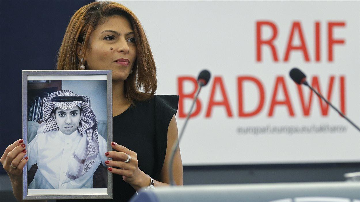 Ensaf Haidar a reçu le prix Sakharov au nom de son  conjoint, Raif Badawi.