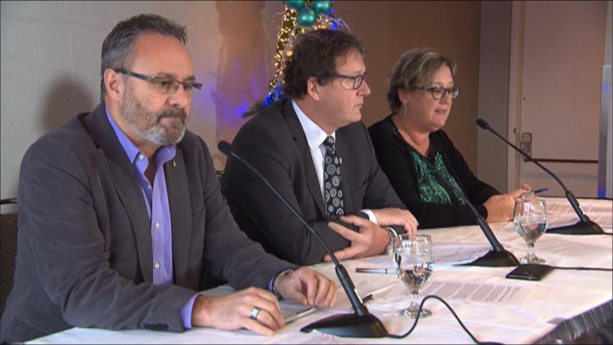 Les présidents de la FTQ, Daniel Boyer, de la CSN, Jacques Létourneau et du SISP, Lucie Martineau