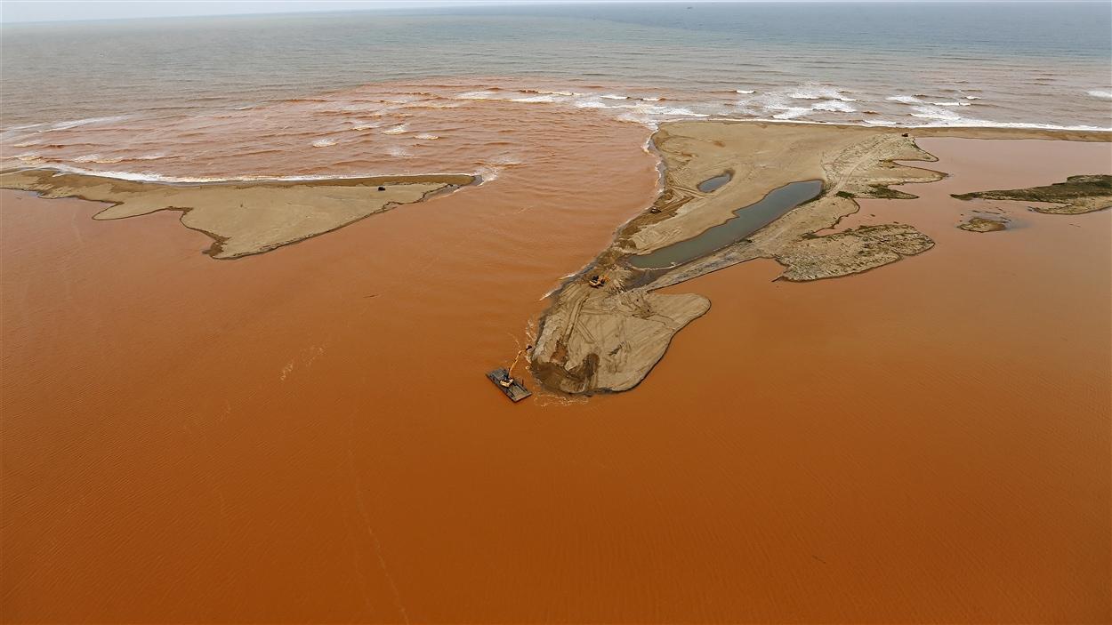 La coulée de boue toxique a particulièrement touché l'embouchure du fleuve Rio Doce au Brésil.