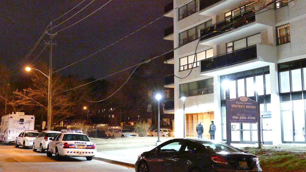 L'immeuble où la double chute mortelle a eu lieu.