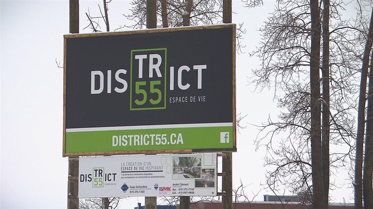 La pancarte du projet immobilier, District 55, à Trois-Rivières