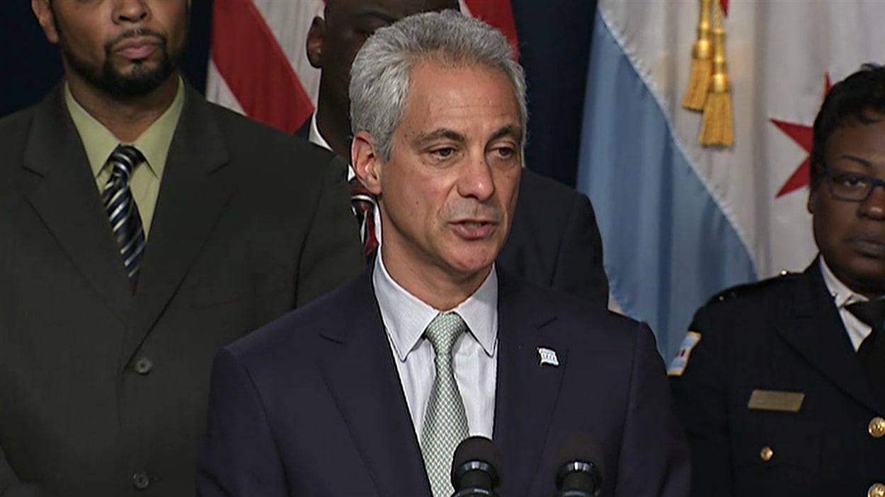 Le maire de Chicago Rahm Emmanuel a annoncé une série de mesures pour réorganiser la façon dont les policiers agissent.