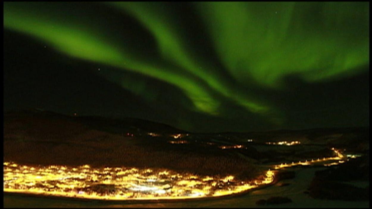 aurores boréales au-dessus de Dawson