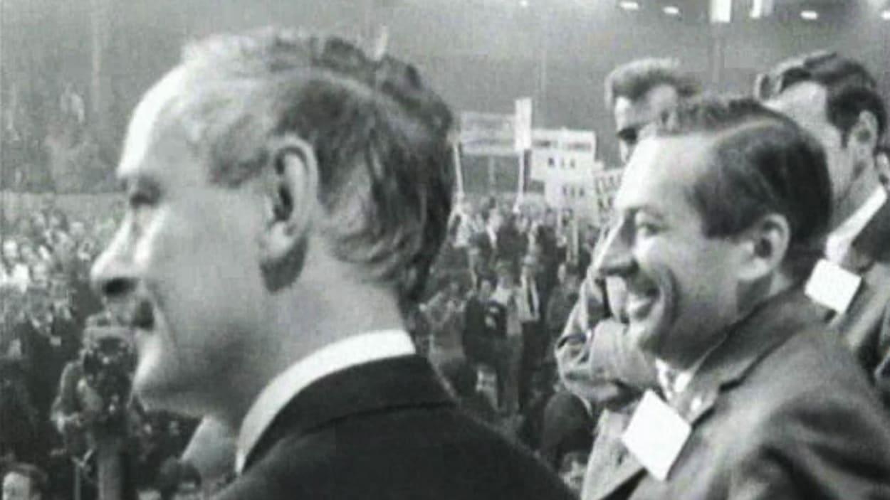 René Lévesque à la conclusion du congrès de fondation du Parti québécois en 1968