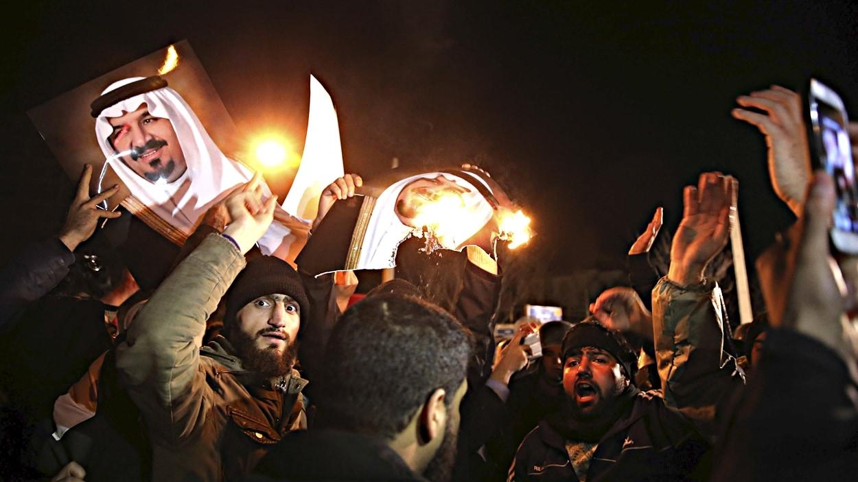 Des manifestants iraniens continuent d'exprimer leur colère au lendemain de l'exécution de Nimr al Nimr.