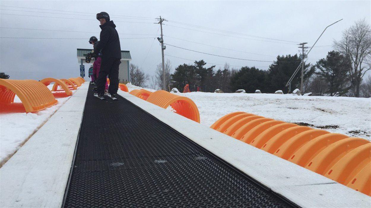 Un nouveau remonte-pente attire l'attention au centre de ski