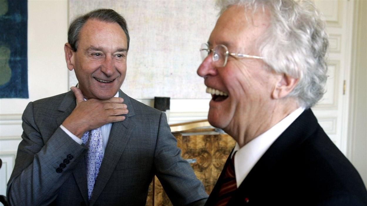 Le maire de Paris, Bertrand Delanoe, s'apprête à signer une entente de coopération avec Québec le 11 octobre 2005.