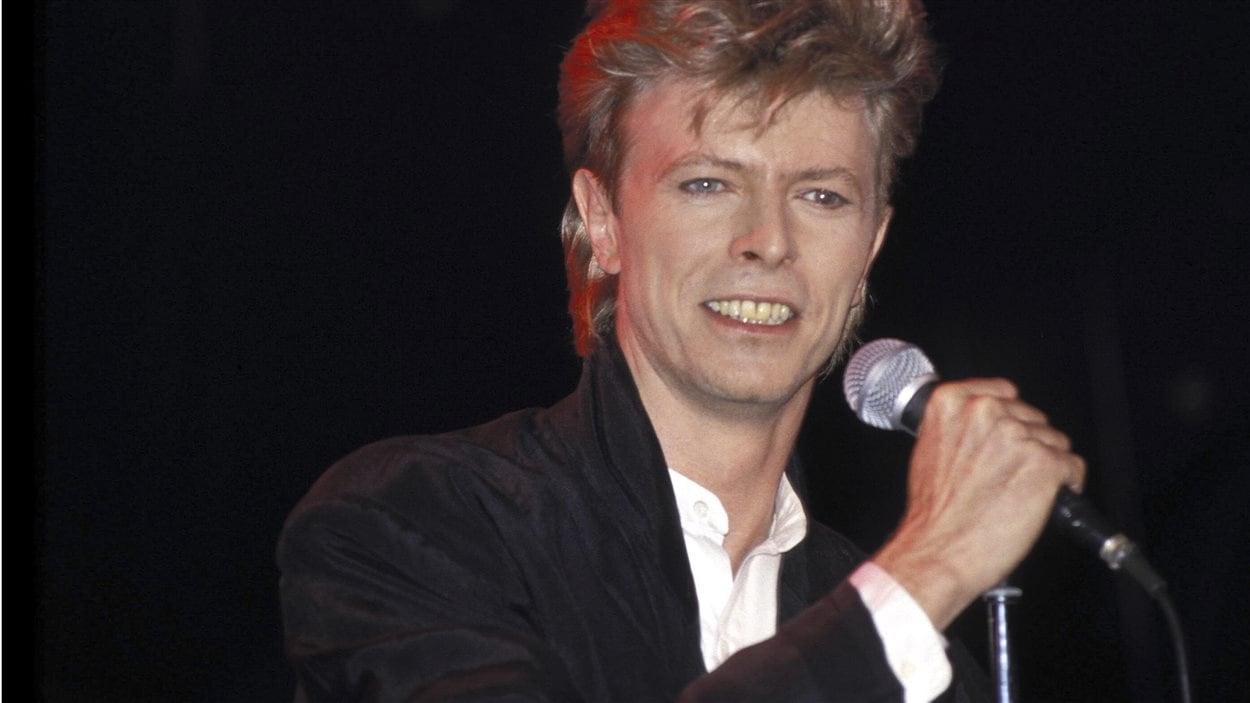 David Bowie en 1987, lors d'un spectacle de sa tournée Glass Spider Tour