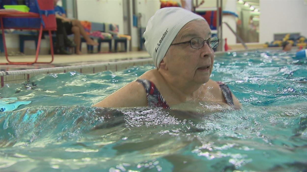 Andrée Lagueux, 90 ans, adeptes d'aquaforme.