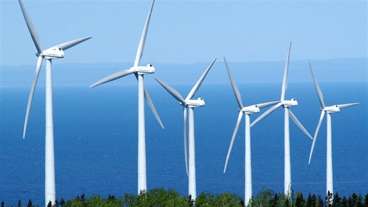 La phase un du mégaparc  éolien de la Seigneurie de Beaupré a été inaugurée officiellement hier après-midi. C'est l'un des plus grands projets éoliens au Canada. La première phase a été mise en service en décembre 2013, mais l'inauguration officielle a eu lieu hier en fin d'après-midi. L'impact du projet sur la région de la côte de Beaupré avec le préfet de la région et Maire Sainte-Anne-de-Beaupré, Jean-Luc Fortin