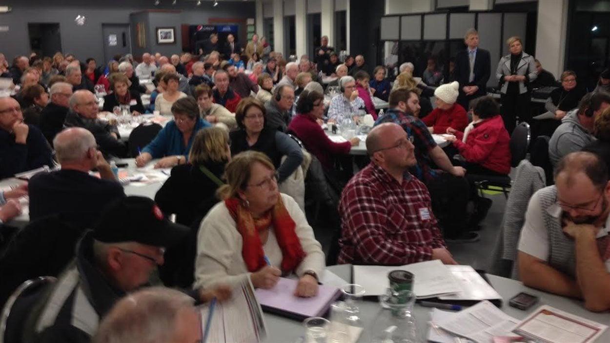 Une foule à Grand-Sault participe à la révision stratégique des programmes publics du Nouveau-Brunswick