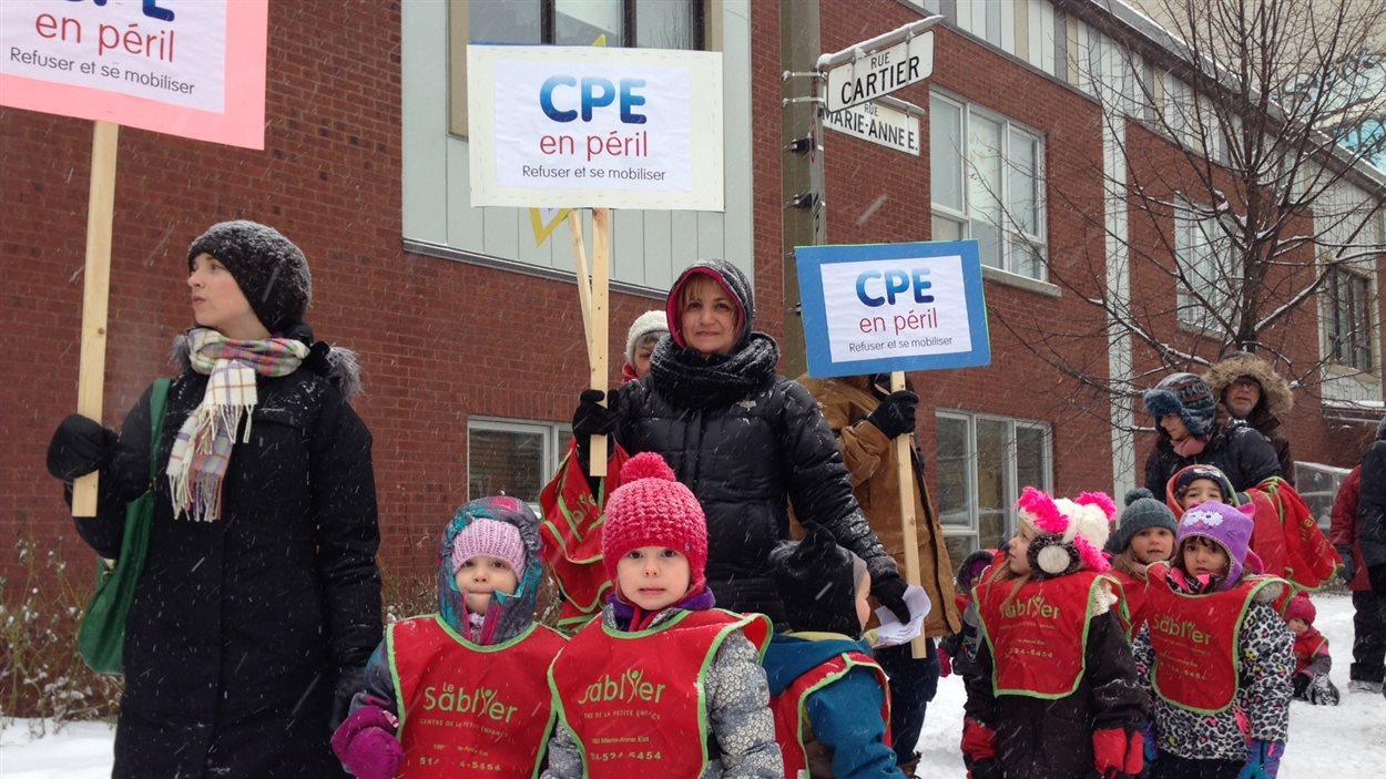 Manifestation devant le CPE Le Sablier à Montréal