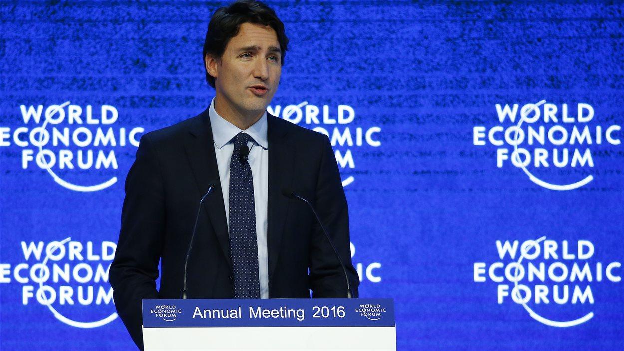 Le premier ministre Trudeau prononce un discours à l'ouverture du Forum économique mondial à Davos.
