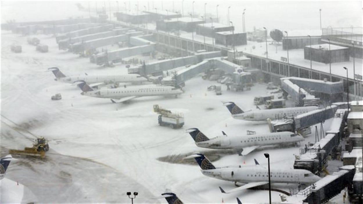 Vue de l'aéroport O'Hare de Chicago sous la neige.  Photo :  PC/Nam Y. Huh